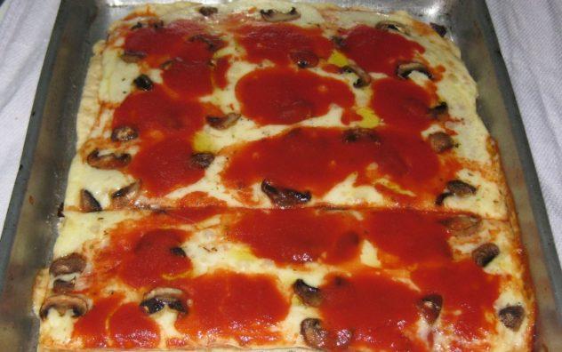 A Picture of Sicilian Pizza w Mushrooms yumm.